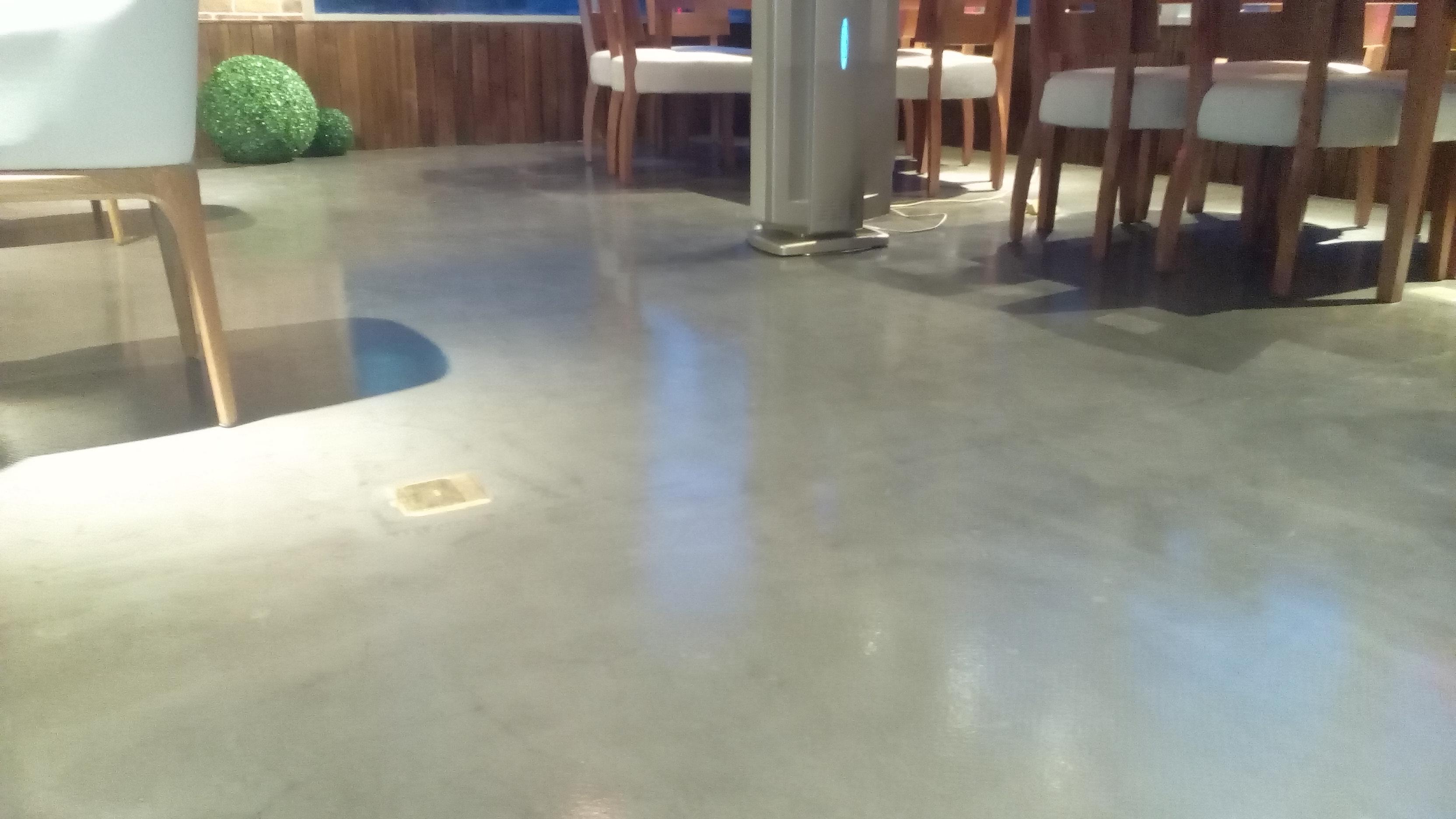 水泥自流平面层是在垫层水泥自流平地面找平